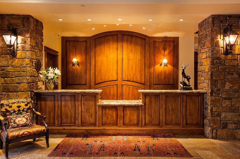 Tivoli Lodge maiin front desk for hotel guests